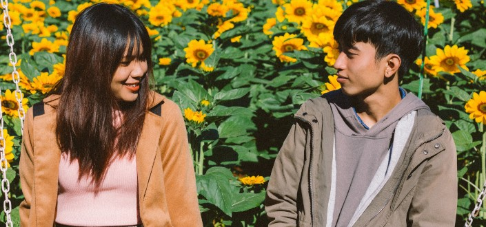 how to make a guy fall in love with you - Know How To Start a Conversation with a Guy