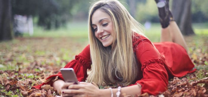 How To Text A Guy - How To Flirt Over Text.jpg