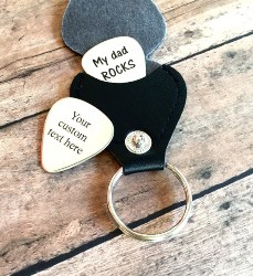 Guitar Pick Keychain (1)