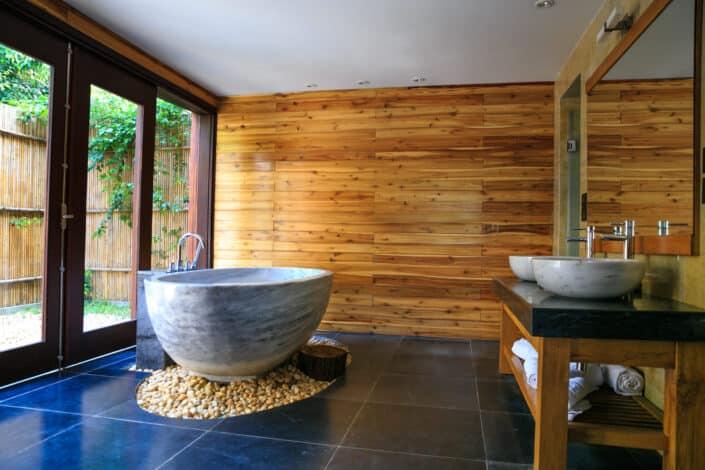 A cozy and modern bathroom.